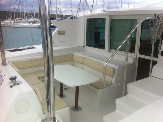 This 41.0' Lagoon-Bénéteau cand take up to 8 passengers around Zadar region