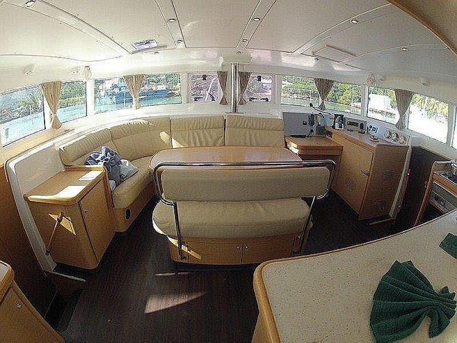 This 44.0' Lagoon-Bénéteau cand take up to 10 passengers around British Virgin Islands