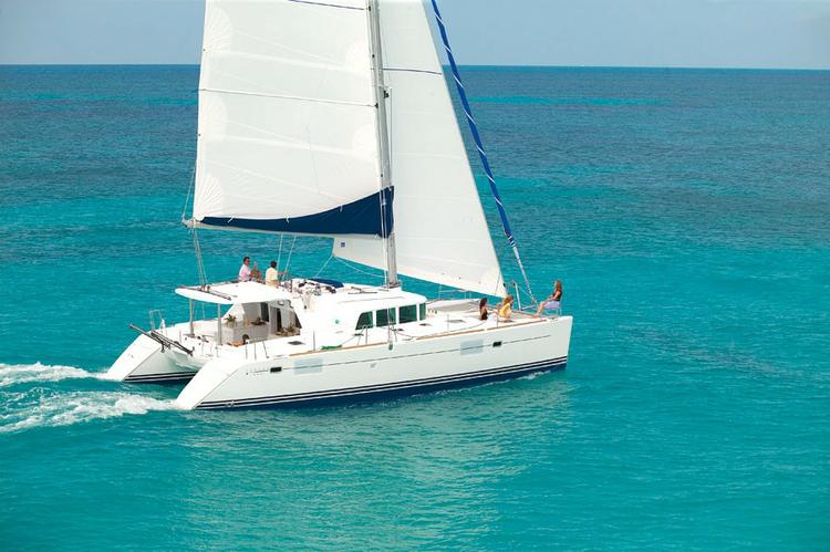 This 44.0' Lagoon-Bénéteau cand take up to 8 passengers around Dubrovnik region