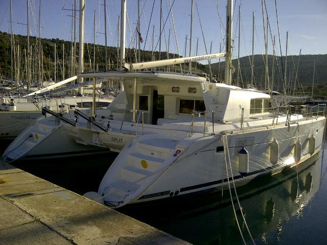 This 44.0' Lagoon-Bénéteau cand take up to 10 passengers around Šibenik region