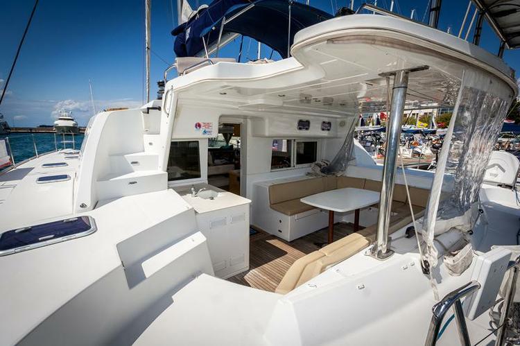 Catamaran boat rental in Marina Tankerkomerc, Zadar,