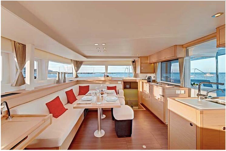Discover Troms surroundings on this Lagoon 450 Lagoon-Bénéteau boat