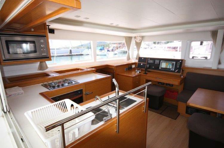 Discover Phuket surroundings on this Lagoon 450 Lagoon-Bénéteau boat