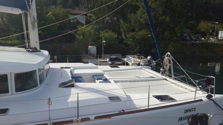 Discover Aegean surroundings on this Lagoon 500 Lagoon-Bénéteau boat