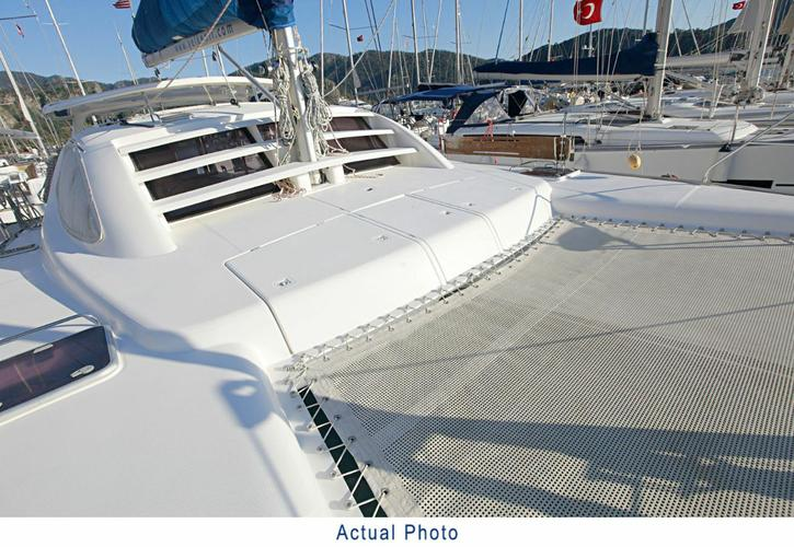 Discover Aegean surroundings on this Leopard 40 Leopard boat