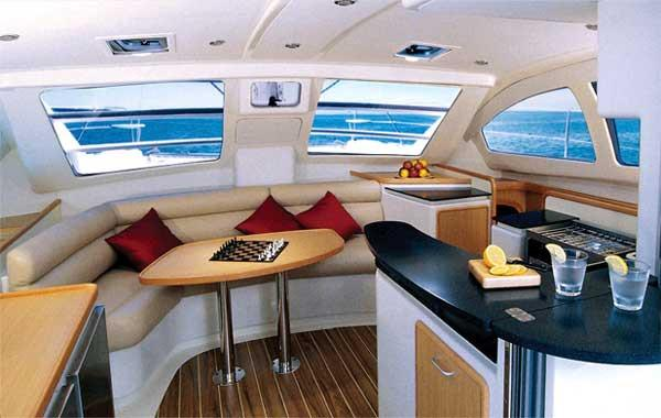 This 39.0' Leopard cand take up to 11 passengers around Aegean