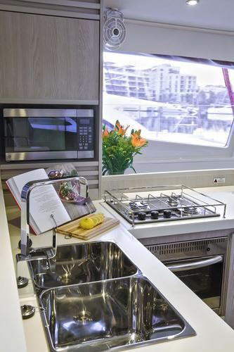 Discover Šibenik region surroundings on this Leopard 48 Leopard boat
