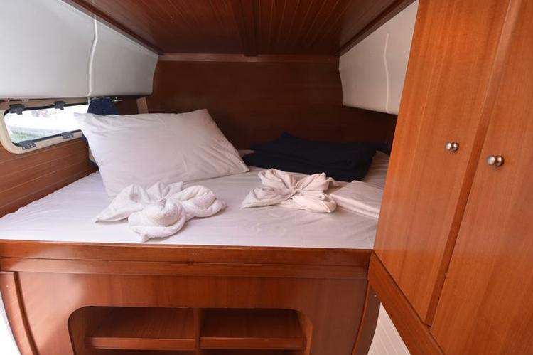 Discover Dubrovnik region surroundings on this Nautitech 40 Nautitech Rochefort boat