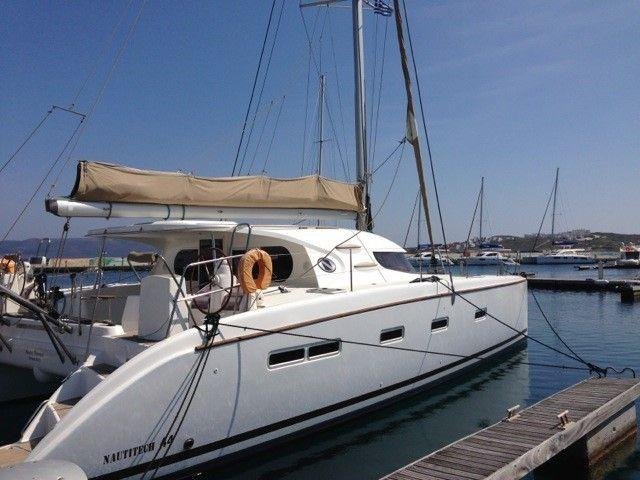 This 44.0' Nautitech Rochefort cand take up to 10 passengers around Cyclades