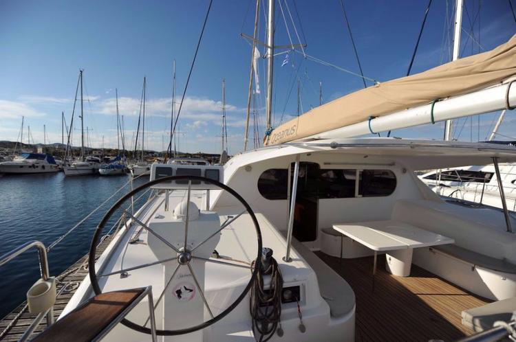 This 47.0' Nautitech Rochefort cand take up to 10 passengers around Cyclades