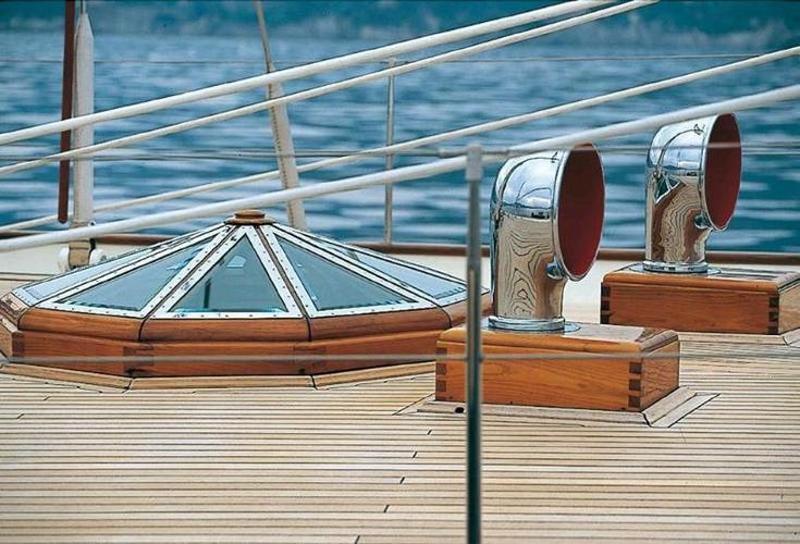 This 89.0' Rainassance Yacths Marine cand take up to 8 passengers around Istra