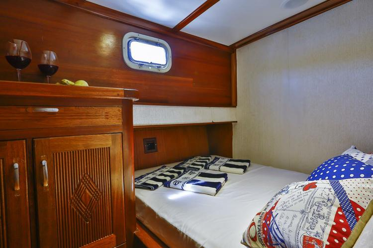 Discover Mediterranean surroundings on this Evita Unknown boat
