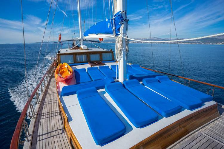 Discover Split region surroundings on this MSY Atalanta Unknown boat