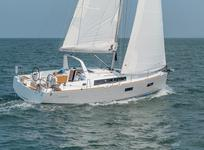 Take this Bénéteau Oceanis 38 for a spin !