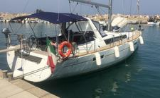 Charter this amazing Bénéteau Oceanis 41 in Sicily