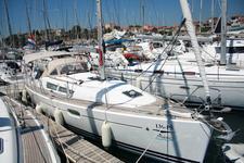 Sail the waters of Šibenik region on this comfortable Jeanneau