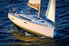 Beautiful Jeanneau ideal for sailing and fun in the sun!