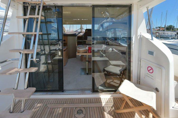 This 38.0' Azimut / Benetti Yachts cand take up to 5 passengers around Zadar region