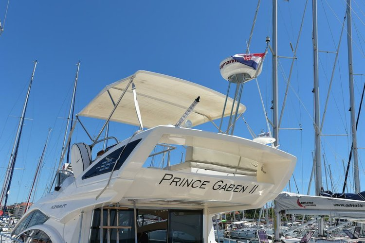 Discover Zadar region surroundings on this Azimut 38 Fly Azimut / Benetti Yachts boat