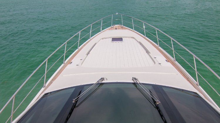 86.0 feet Azimut in great shape