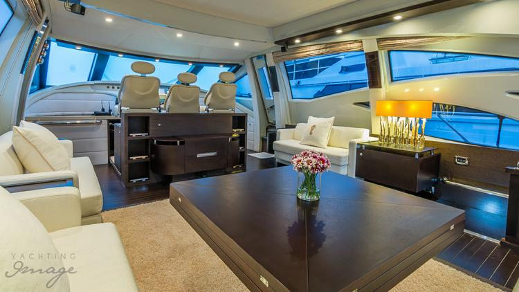 Discover Miami surroundings on this Sport Azimut boat