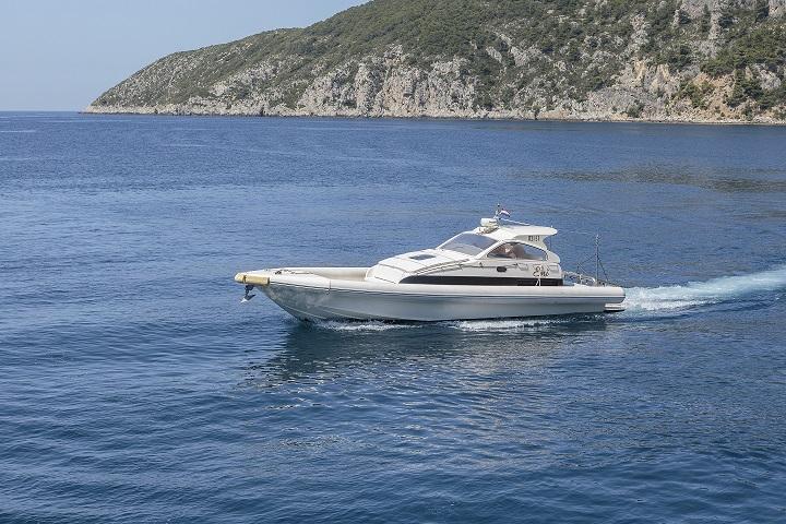Luxury speed boat Eni
