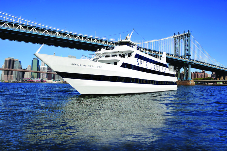 Discover New York surroundings on this Cruise Luxury boat