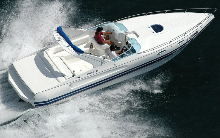 Sports boat with smooth navigation