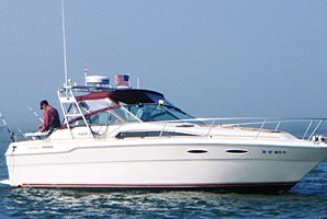 Fish Moriches Bay in this comfortable 30' Sea Ray!