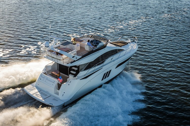 Discover Miami Beach surroundings on this 510 Fly Sea Ray boat