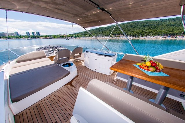 Discover Split region surroundings on this Sealine T50 Sealine boat