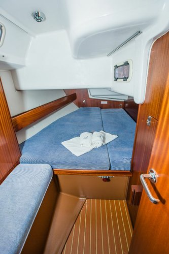 This 45.0' Bavaria Yachtbau cand take up to 9 passengers around Zadar region