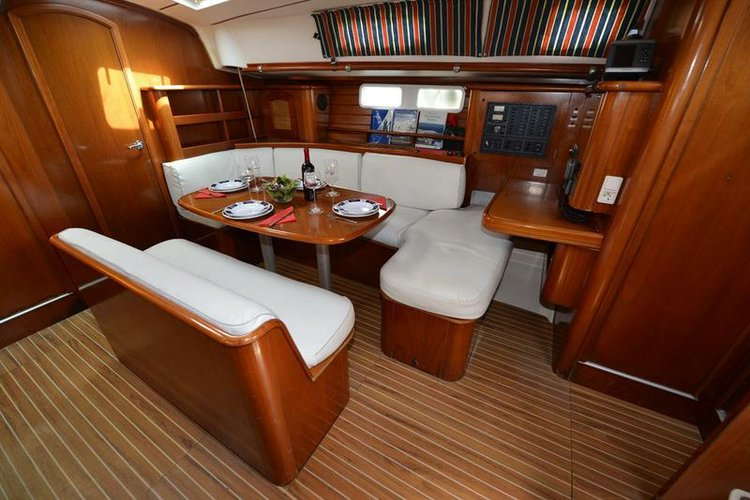 Discover Saronic Gulf surroundings on this Oceanis Clipper 461 Bénéteau boat