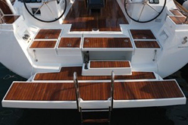 Discover Aegean surroundings on this Oceanis 45 Bénéteau boat