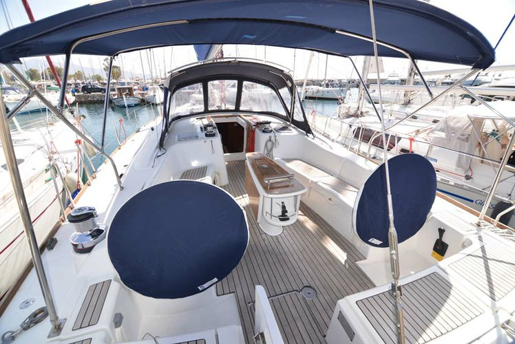 Discover Saronic Gulf surroundings on this Oceanis 54 Bénéteau boat
