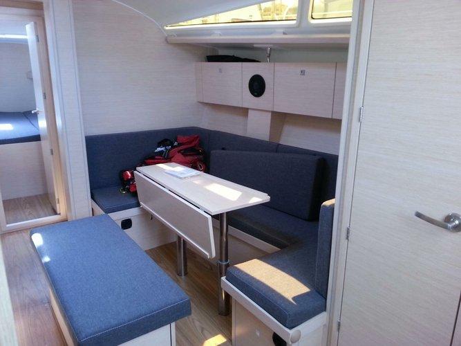 This 40.0' Cobra Yachts cand take up to 8 passengers around Split region