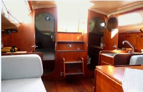 This 28.0' Comar Yachts cand take up to 6 passengers around Istra