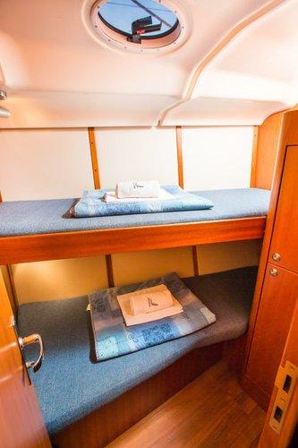 This 43.0' Elan Marine cand take up to 10 passengers around Zadar region