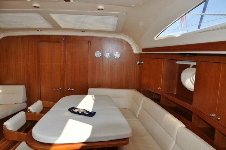 Up to 9 persons can enjoy a ride on this Elan Marine boat