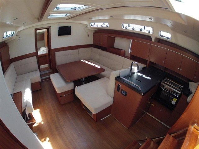 This 45.0' Hanse Yachts cand take up to 8 passengers around Aegean
