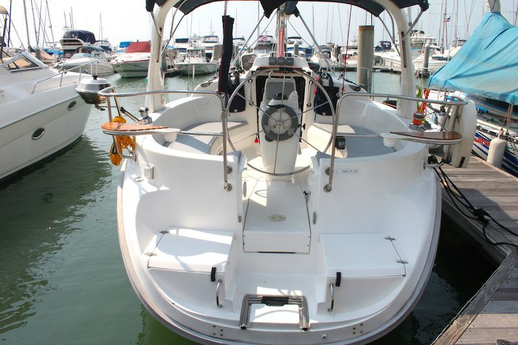Unique experience on this beautiful Hunter Marine Hunter 310