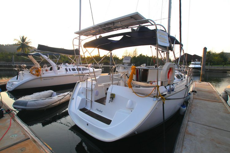 Sail the waters of Ko Chang on this comfortable Jeanneau