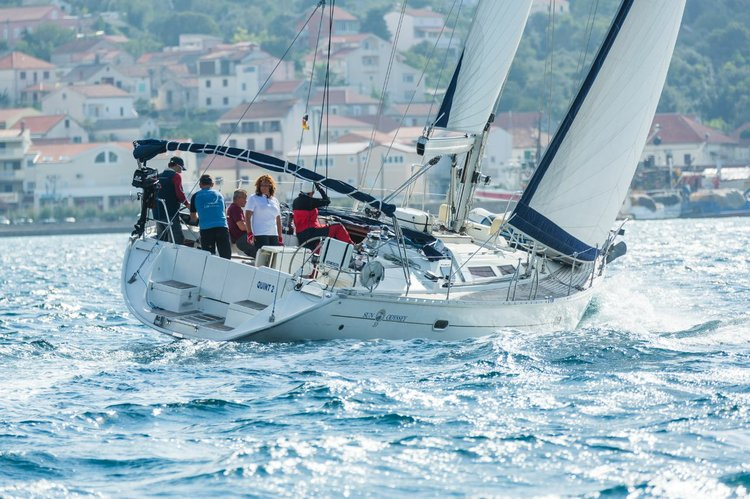 This 50.0' Jeanneau cand take up to 10 passengers around Zadar region