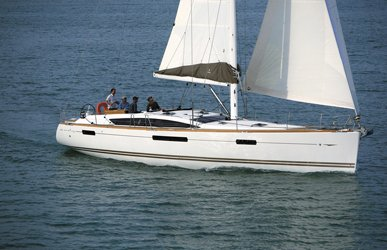 This 53.0' Jeanneau cand take up to 12 passengers around St. John's