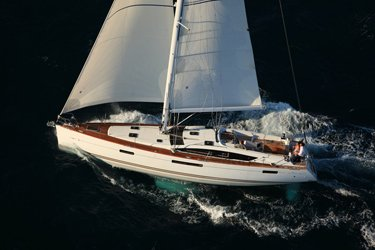 Discover St. John's surroundings on this 53 Jeanneau boat