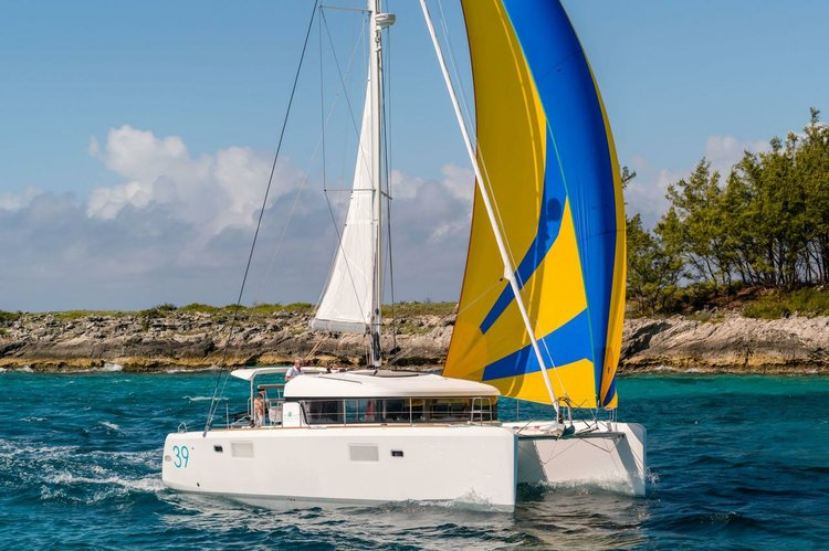 This Lagoon-Bénéteau Lagoon 39 is the perfect choice