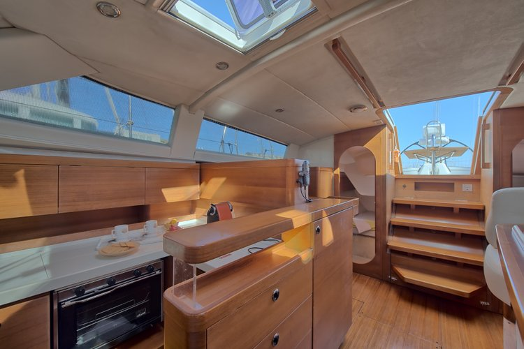 Cruiser racer boat for rent in Alcantara