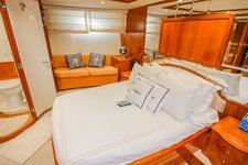 thumbnail-8 Azimut 100.0 feet, boat for rent in Miami Beach,