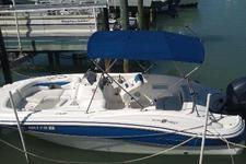 Speed around St. Pete with this Sundeck 203