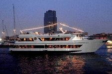 Tour New York City aboard this extravagant yacht